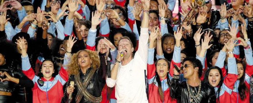 Cold Play, Bruno Mars y Beyoncé: Un colorido y amoroso Super Bowl 50