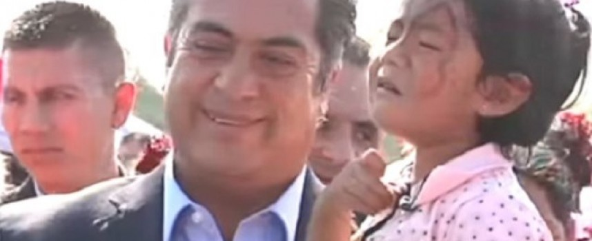 """El Bronco"" revela la identidad de Santa Claus (VIDEO)"