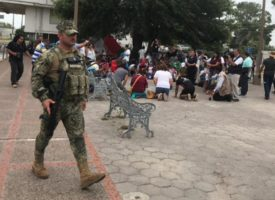Guardia Nacional intenta desalojar a migrantes en Matamoros